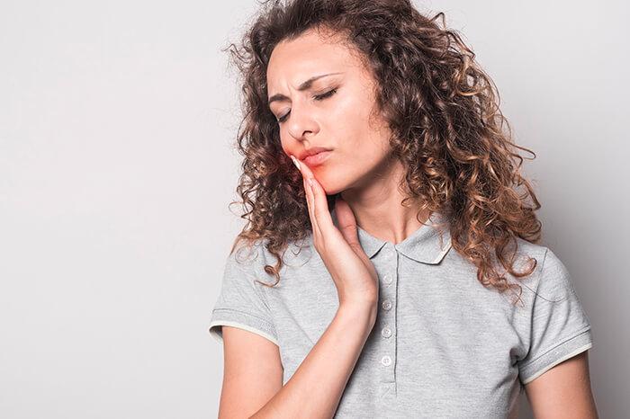 Chronische Zahnschmerzen - Parodontologie in Ungarn, Sopron