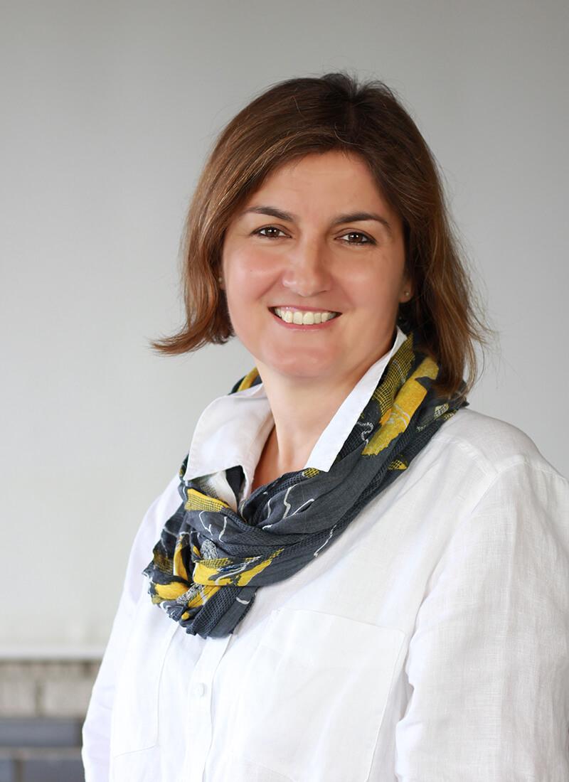 Hauerné Kardos Edina - Dolmetscherin in Rosengarten Weiss Dental Ungarn