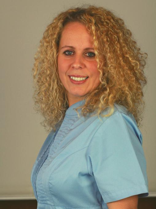 Tünde Mezőfi - Zahnmedizinische Fachassistentin in Rosengarten Weiss Dental Ungarn